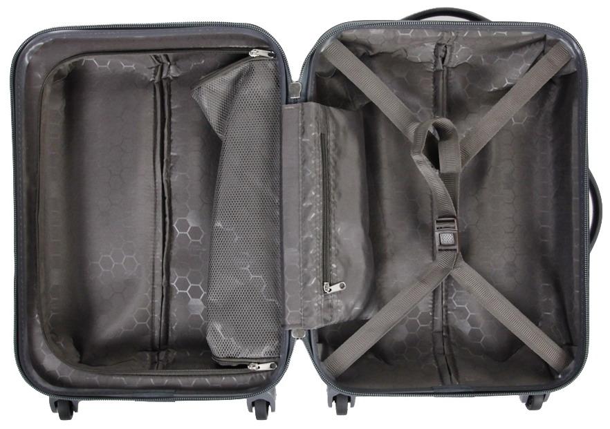 Дополнительные карманы в открытом чемодане